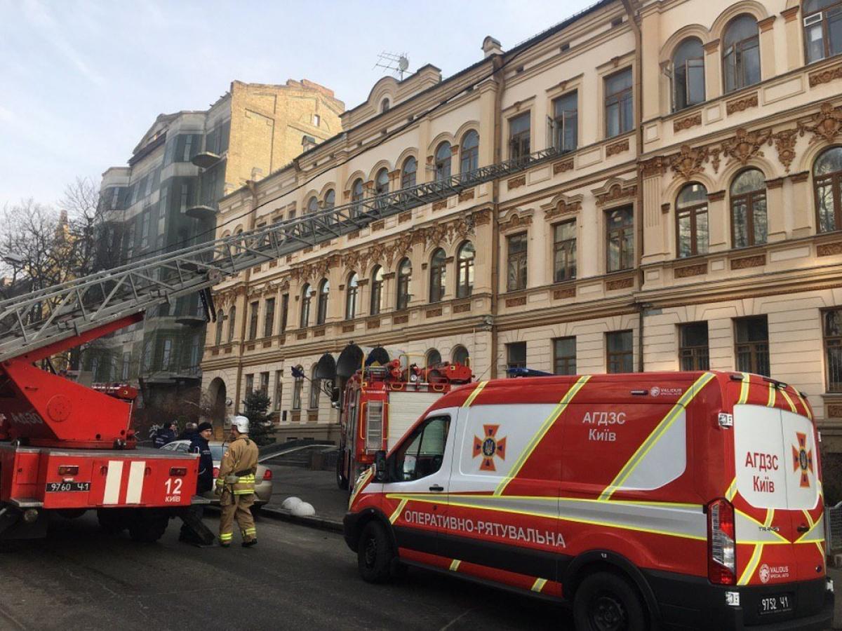 Співробітників мінкульту евакуювали з будівлі через пожежу (відео)