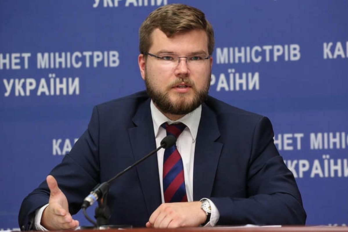 """Перезавантаження """"Укрзалізниці"""": уряд звільнив голову компанії Кравцова"""