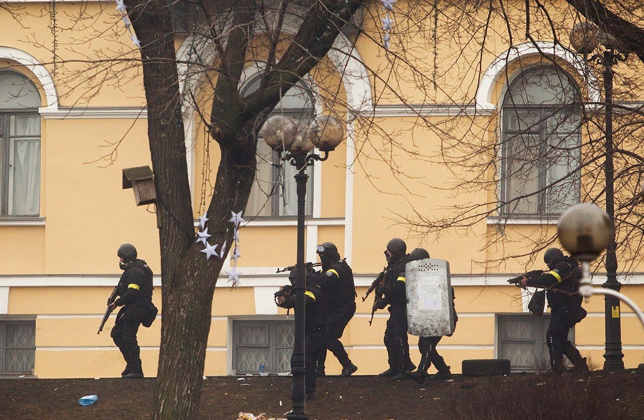"""Активісти: Суд над співробітником """"Омеги"""" затягують"""