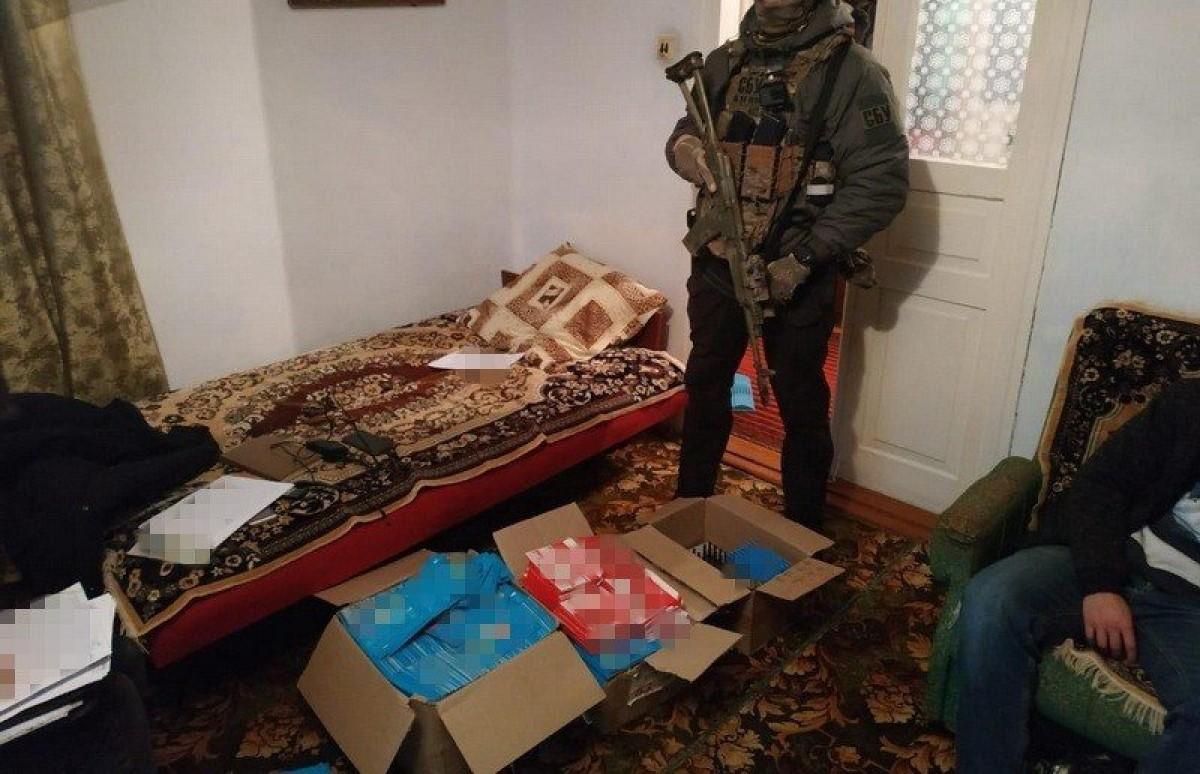 """""""СБУ"""" заблокувала ботоферму, яка працювала на російських сервісах  (фото+відео)"""