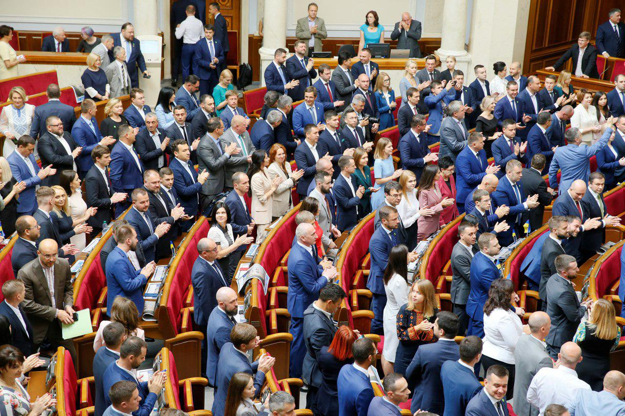 ВР схвалила скорочення кількості депутатів у першому читанні