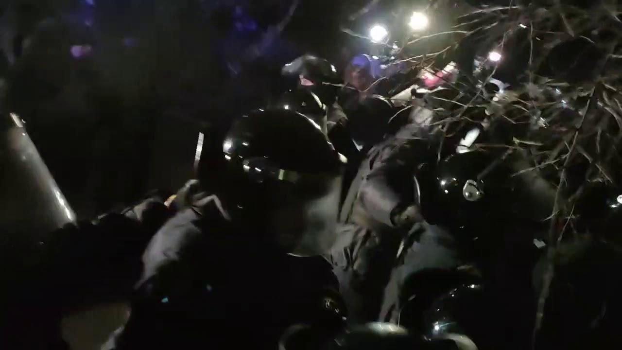 Поліція відпустила 23 затриманих за безлади в Нових Санжарах (фото)