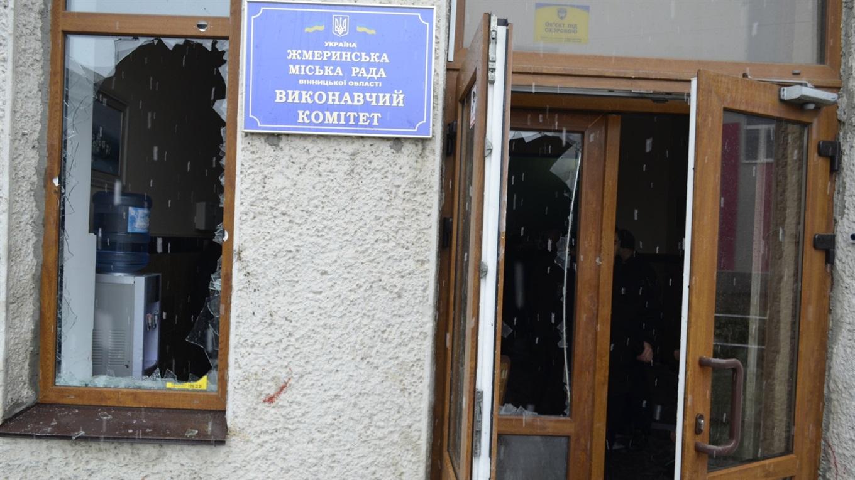 Бійка біля стін міської ради Жмеринки: Що думають місцеві з цього приводу? (відео)