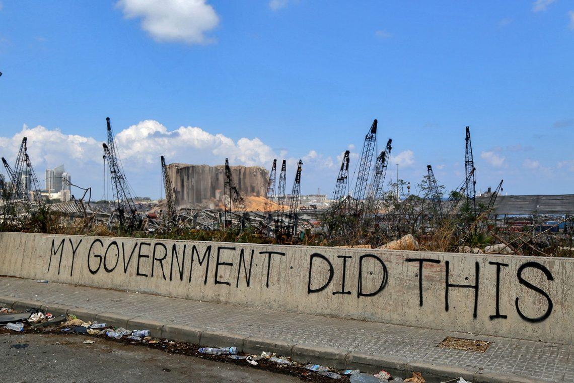 Уряд Лівану у повному складі подає у відставку