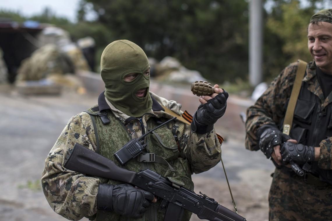 Сепаратисти посилюють передові позиції та нарощують бойову підготовку