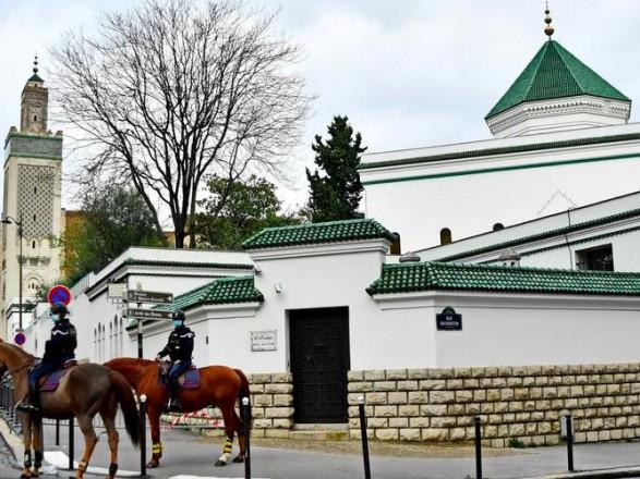 У Франції через атаки ісламістів перевірять близько 80 мечетей