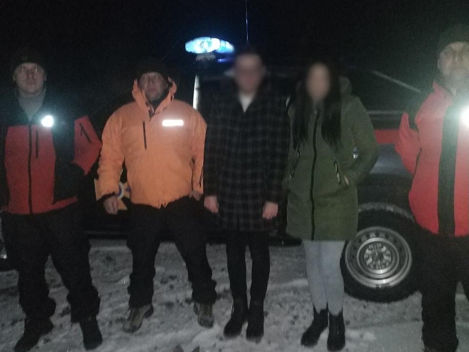 Молода пара зі Львівщини загубились в Карпатських лісах після освідчення