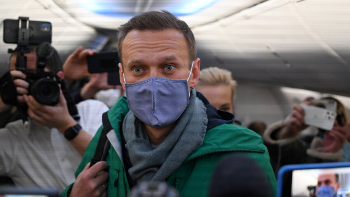 Суд над Навальним влаштували у відділку поліції