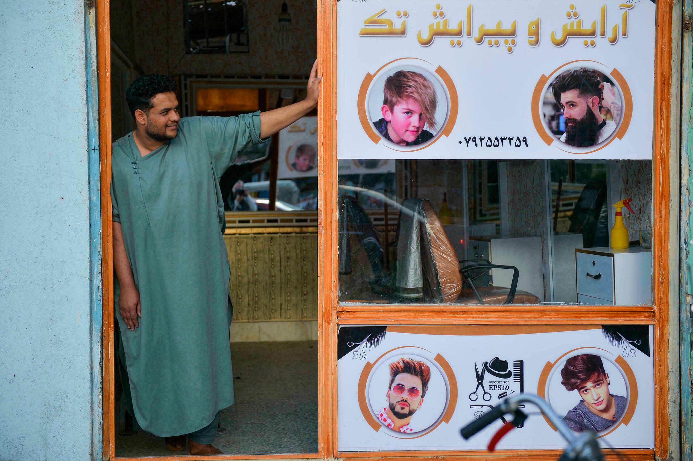 Таліби заборонили афганцям голитися та ходити в барбершопи