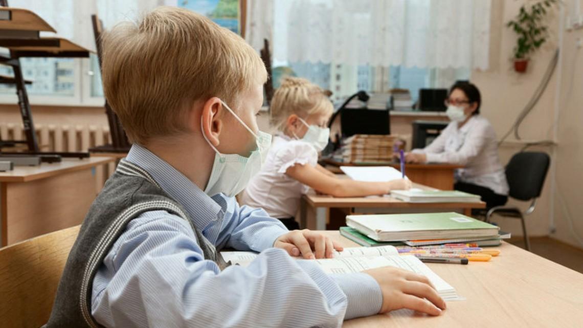 У Києві заборонять відвідувати заклади громадянам без тестів та сертифікатів, школи ідуть на карантин